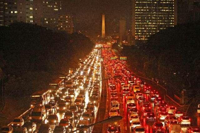 Congestionamento em São Paulo: não importa o tamanho da via, ela sempre vai congestionar.