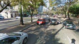 Avenida Osvaldo Aranha não possui faixas de segurança entre a Avenida Cauduro e a Rua Garibaldi.