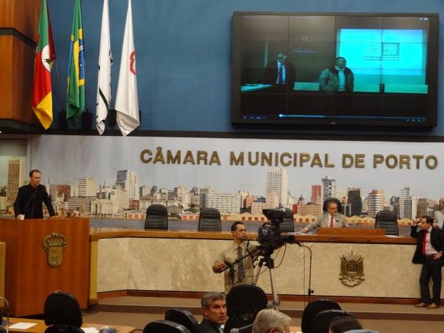 Vereador Sgarbossa, exibe filme onde secretário do governo, promete o cumprimento da lei.